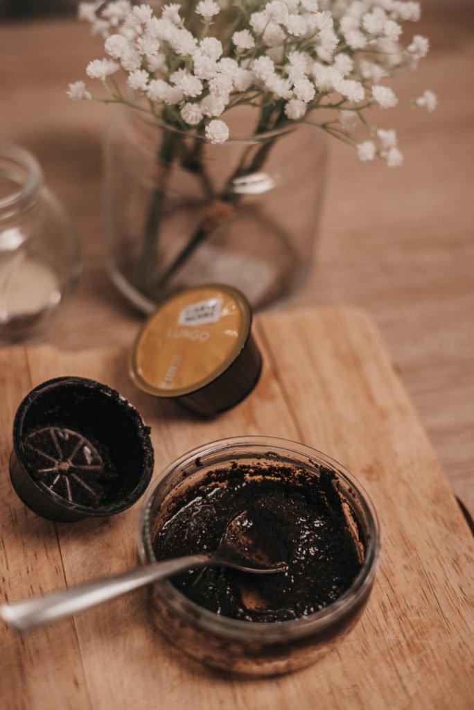 soins-visage-antigaspi-marc-de-café-gommage