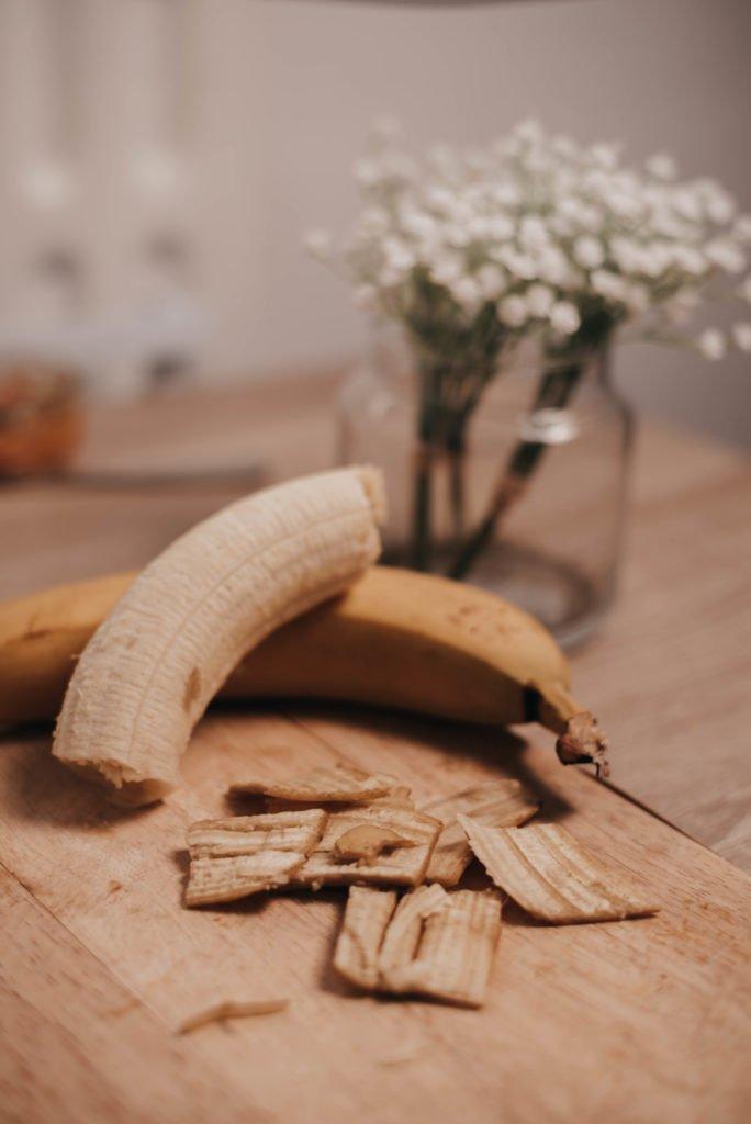 soin-visage-peau-de-banane-contre-boutons