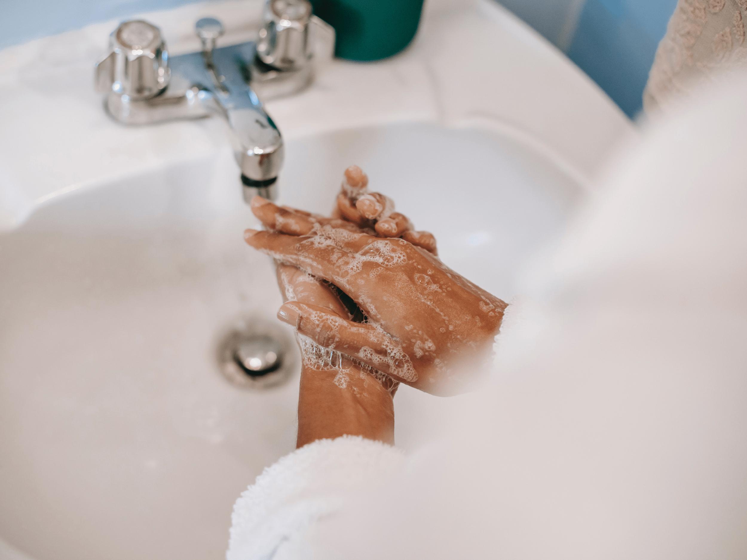 économiser-eau-laver-mains-couper-l'eau