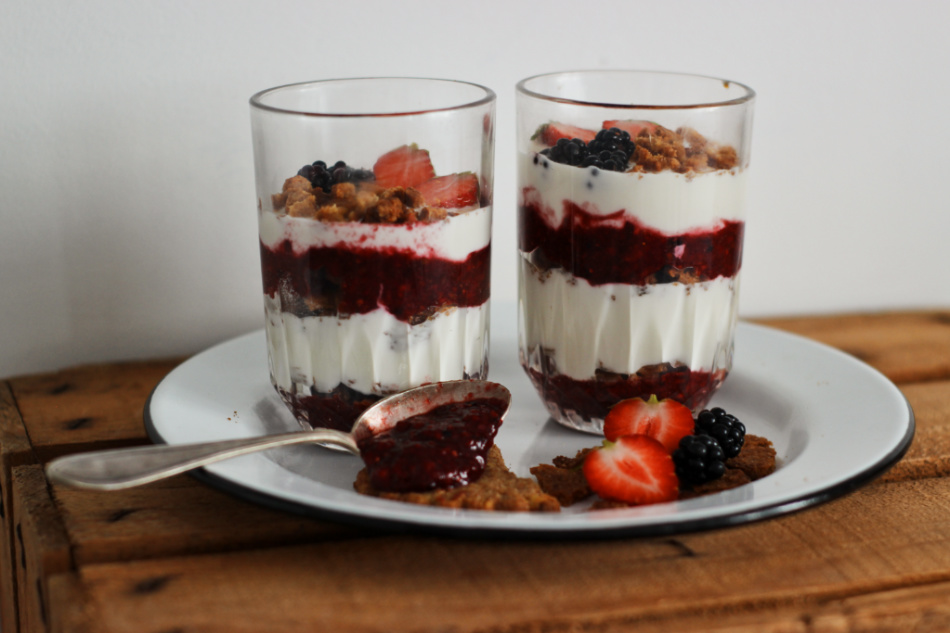 Recette-Dessert_Verrine-Parfait-Fraises-Mures-Biscuit-Anti-Gaspi_01_950px